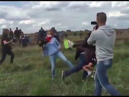 """""""Não sou uma repórter racista que chuta crianças"""", diz Petra László"""