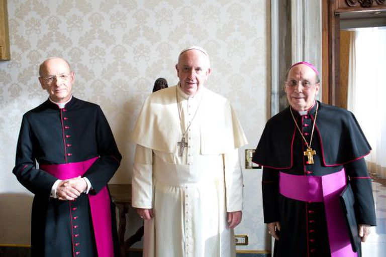 O Papa entre Fernando Ocáriz e Javier Echevarría, no Vaticano.