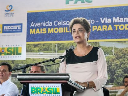 Longe de Davos, Dilma participou de cerimônia de abertura ao tráfego no Recife nesta quinta-feira.