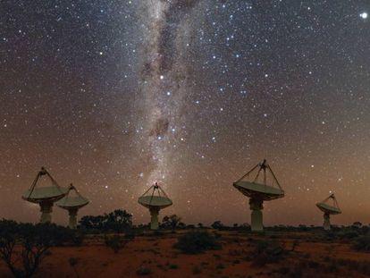 Várias antenas do radiotelescópio que detectou o sinal, o australiano ASKAP.