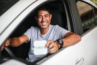 John Erick da Silva, de 34 anos, financiou o carro em 60 meses para trabalhar como motorista do Uber.