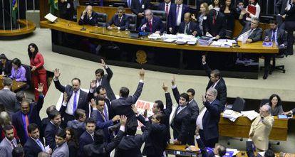 Deputados votam a PEC da Bengala.
