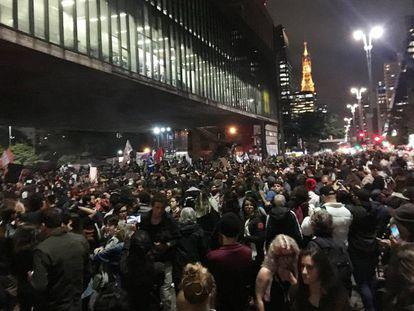 Manifestantes reunidos na avenida Paulista nesta sexta-feira.