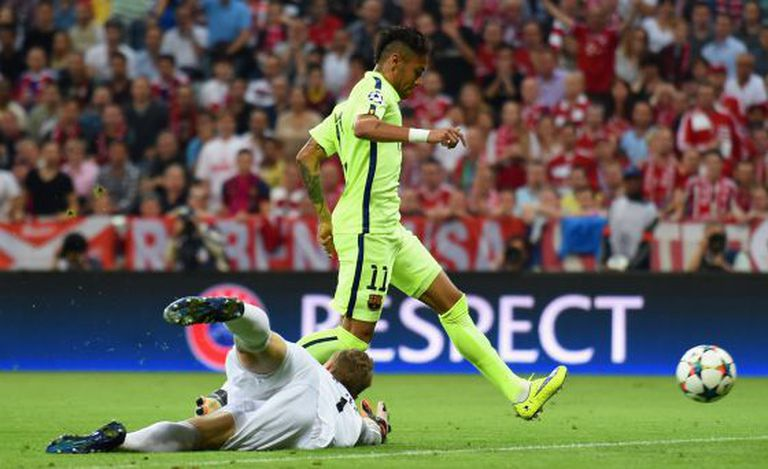 Neymar consegue o primeiro gol azul-grená.