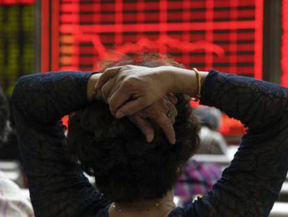 Bolsas chinesas voltam a suspender pregões após queda de mais de 7%
