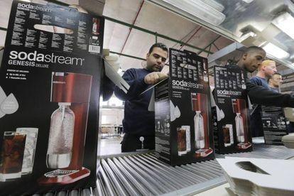 Trabalhadores da fábrica de Sodastream, localizada no assentamento palestino de Maale Adumim.