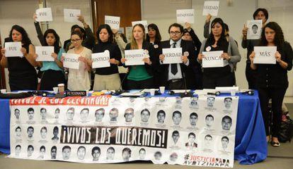 Minuto de silêncio na sede da CIDH em Washington.
