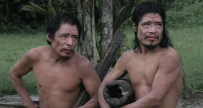 Baita e Tamandua, dois homens Piripkura que estão entre os últimos sobreviventes de seu povo. Seu território está sob uma restrição de uso, mas corre o risco iminente de ser completamente destruído por madeireiros e grileiros.