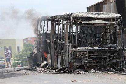 Ônibus incendiado em Campinas.
