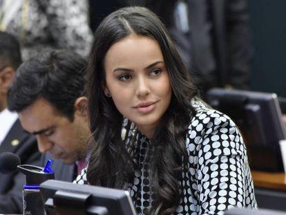 A deputada Shéridan Oliveira, em comissão da Câmara.