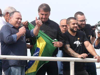 General Eduardo Pazuello discursa ao lado do presidente Jair Bolsonaro durante ato político no Rio de Janeiro em 23 de maio.