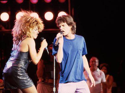 Tina Turner com Mick Jagger, no show beneficente Live Aid em 1985.
