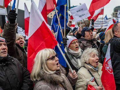 Protesto contra a lei de imprensa, 9 de janeiro em Varsóvia.