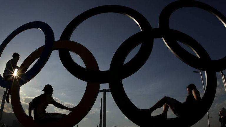 Anéis olímpicos do Parque Olímpico.