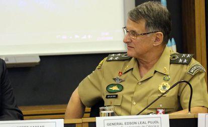 O general Edson Leal Pujol em julho.