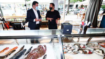 O ministro alemão do Trabalho, Hubertus Heil, durante uma visita a um restaurante de Berlim na semana passada.