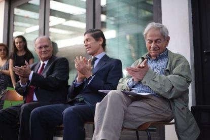 Roberto Freire, Jorge Cabral e Raduan Nassar na entrega do Prêmio Camões.