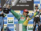 Felipe Massa también ha terminado el día feliz. El compañero de escudería de Schumacher salió desde la <i>pole position</i> en el circuito de Interlagos y cruzó primero la línea de meta para convertirse en el primer brasileño que gana el gran premio de de su país desde 1993, cuando se impuso el ya fallecido Ayrton Senna al volante de un McLaen-Ford. Massa también se impuso este año en el Gran Premio de Turquía, cuando estrenó su palmarés.