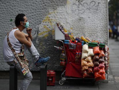 Vendedor ambulante na Cidade do México, no último domingo.