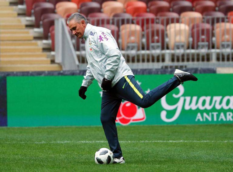 O treinador Tite, durante o último treino na Rússia antes do amistoso.