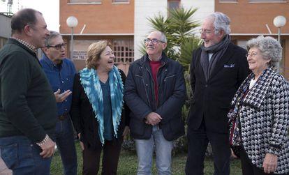 Membros da associação Abante Jubilar Sevilla planejam um projeto de 'cohousing'.