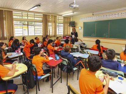 Alunos em uma sala de aula.