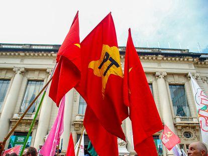 Bandeiras do PT e de outros partidos de esquerda em ato em Porto Alegre, em janeiro de 2018.