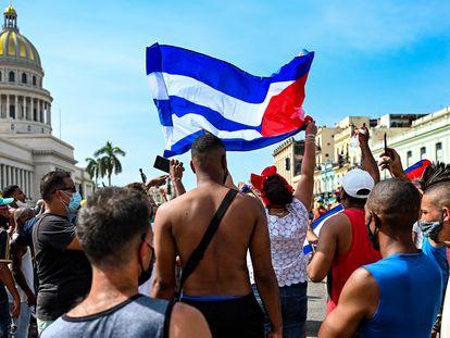 Manifestação contra o Governo diante do Capitólio, em 11 de julho, em Havana.