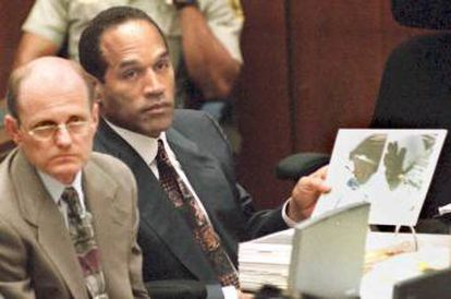 O. J. Simpson, durante o julgamento pelo duplo assassinato em maio de 1995.