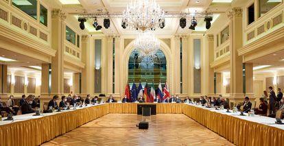 Imagem da reunião da comissão do pacto nuclear, nesta terça-feira, em Viena.