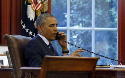 O presidente Obama durante uma conferência telefônica antes de partir.