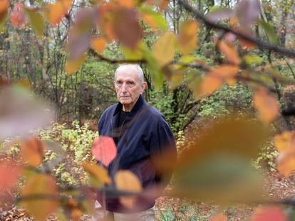O cientista Vaclav Smil, fotografado no parque St. Vital, em Winnipeg (Canadá).