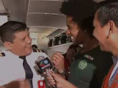 Televisão da Bolívia falou com jogadores, técnicos e tripulantes aproveitando a escala do avião da LAMIA em Santa Cruz