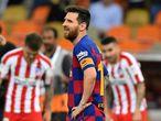 Messi se lamenta tras la derrota ante el Atlético.