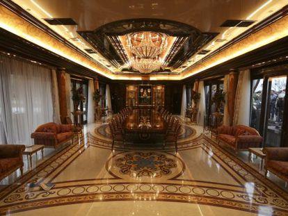 Um salão da residência particular de Yanukovich.
