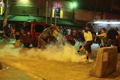 Bomba de gás atirada no Largo da Batata em São Paulo.