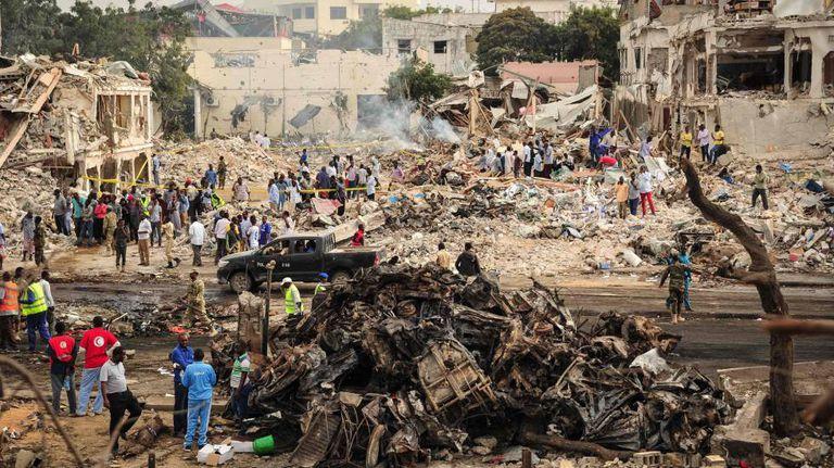 Local do atentado com caminhão-bomba que deixou mais de 200 mortos na Somália