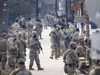 Membros da Guarda Nacional nos arredores do Capitólio, nesta quinta-feira