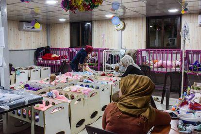 Filhos recém nascidos de combatentes jihadistas, em um hospital curdo no norte da Síria.