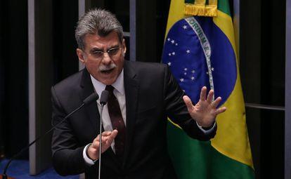 O senador Jucá discursa no Senado.