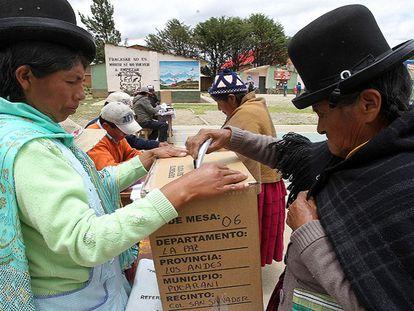 Boliviana vota na localidade da Patamanta.