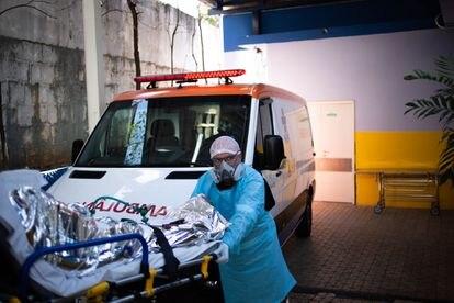 Paciente com suspeita de coronavírus é transferida para uma UPA de Santo André pelo Samu.