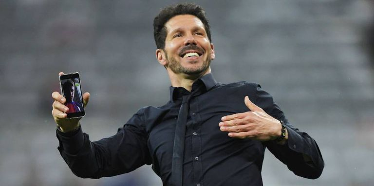 Simeone comemora no gramado da arena do Bayern.