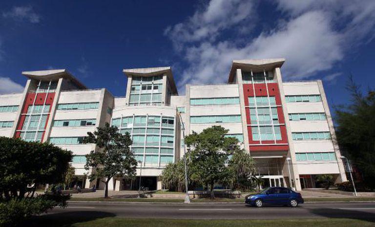 Edifício comercial em Havana, em foto desta quarta-feira.