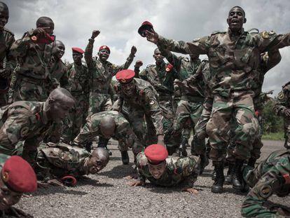 Centro de recrutamento do Exército da República Centro-Africana financiado por consultores militares russos em 2018.