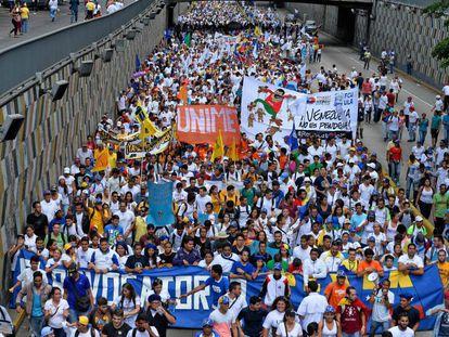 Aspecto parcial da manifestação opositora em Caracas.