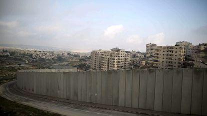 Muro de separação erguido por Israel.