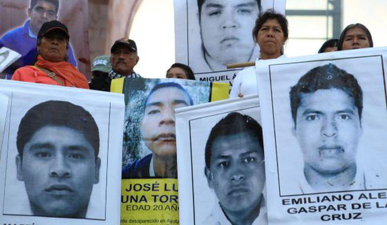 Fotos dos estudantes na marcha desta sexta na Cidade do México.