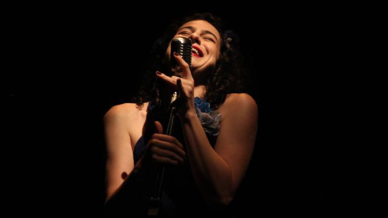 A atriz e cantora Natália Quadros, idealizadora do 'Cabaré ao Revés'.