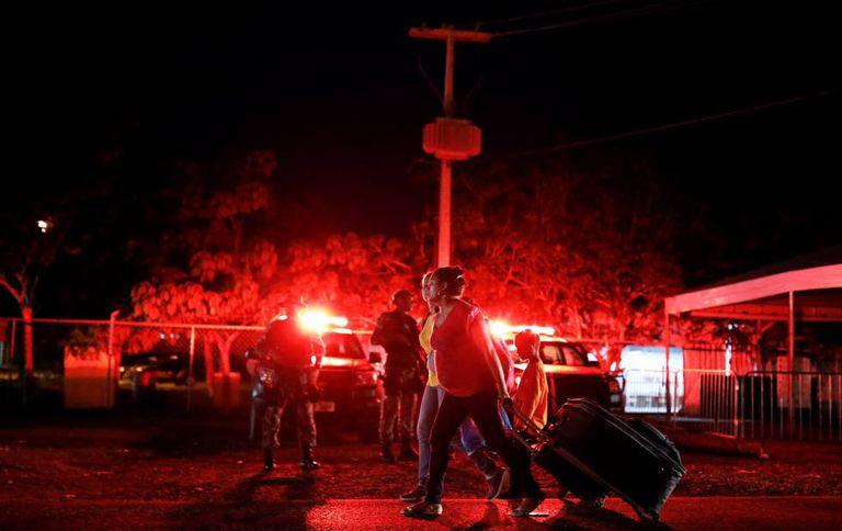 Militares brasileiros patrulham fronteira do Brasil com a Venezuela, na cidade de Pacaraima em Roraima.